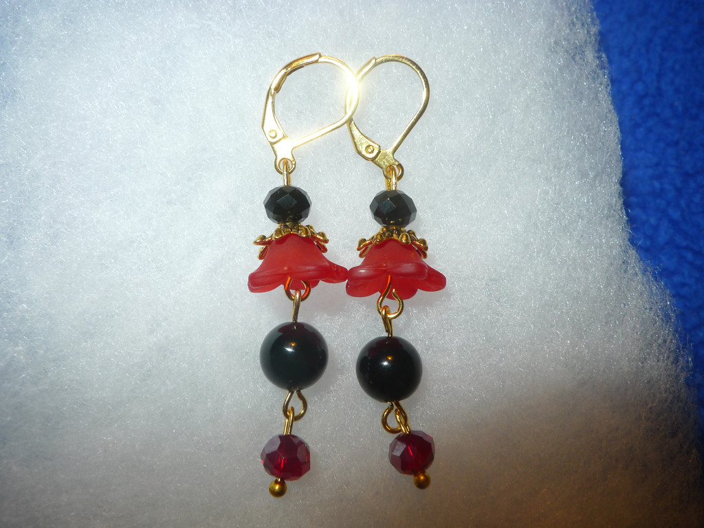 "Carmilita's Flowers in Bloom Handmade Red and Black Dangle Earrings: ""Sophia"" (FREE SHIPPING)"