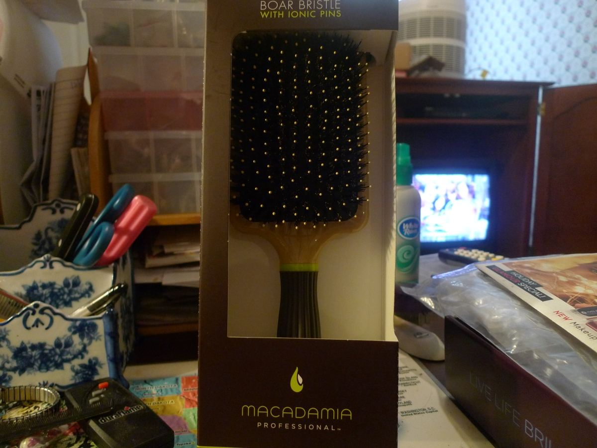 Product Review: Macadamia Professional Paddle Cushion Brush