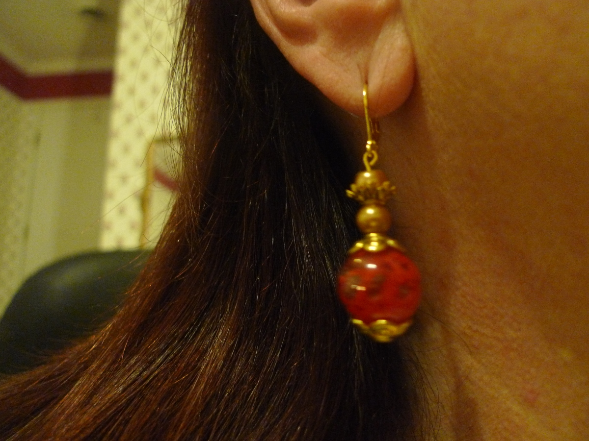 How to Choose a Pair of Handmade Earrings as a Gift